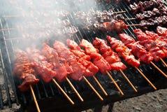 Жареный цыпленок на плите гриля стоковое изображение