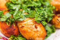 Жареный цыпленок с петрушкой золотая корка Стоковое Фото
