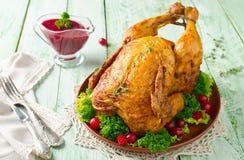 Жареный цыпленок с соусом клюквы стоковые изображения rf