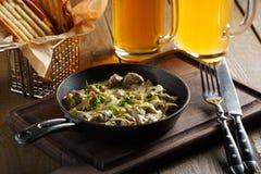 Жаркое с грибами, соус чеснока Стоковые Изображения