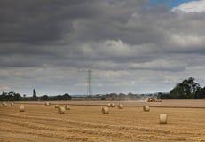 Жатка зернокомбайна под тяжелым небом Стоковые Фото