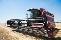 Жатки зернокомбайна готовые для сбора Стоковое Фото