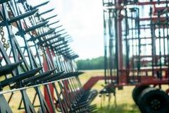 жатки зернокомбайна сфотографировали концом вверх стоковая фотография