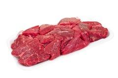 Кубики говядины тушёного мяса на подносе пены стоковые изображения rf