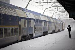 Ждать поезда зимы Стоковое Фото