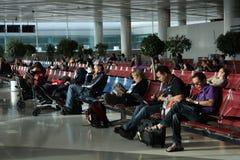 ждать салона авиапорта стоковая фотография rf