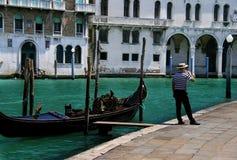 ждать туристов gondoliere venitian Стоковые Фото