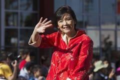 Жевание Джуди женщин- женщины-, 115th золотой парад дракона, китайский Новый Год, 2014, год лошади, Лос-Анджелес, Калифорния, США Стоковое Фото
