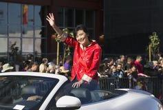 Жевание Джуди женщин- женщины-, 115th золотой парад дракона, китайский Новый Год, 2014, год лошади, Лос-Анджелес, Калифорния, США Стоковая Фотография RF