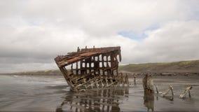 Жевание жвачки корабля разрушает ржаветь в океане Стоковое Изображение