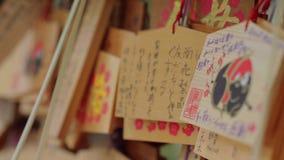 Желания написанные на деревянных плитах в буддийском виске в Японии - ТОКИО/ЯПОНИИ - 12-ое июня 2018 акции видеоматериалы
