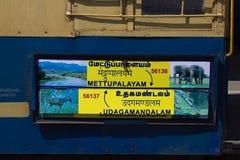 Железная дорога горы Nilgiri голубой поезд Наследие ЮНЕСКО Узкая колея Знак показывает Mettupalayam к Udagamandalam Стоковое Изображение