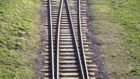 Железная дорога Железнодорожные рельсы для следа поездов разветвляя акции видеоматериалы