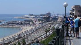 Железная дорога и море панорамы сток-видео