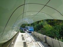 железная дорога кабеля к горе стоковая фотография