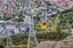 Железная дорога кабеля Ulriken в Бергене, Норвегии Шикарные взгляды от вершины холма Стоковая Фотография RF