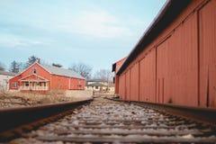 железная дорога маленького города стоковая фотография rf