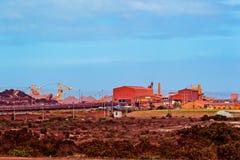 Железная руда регулируя завод стоковые изображения