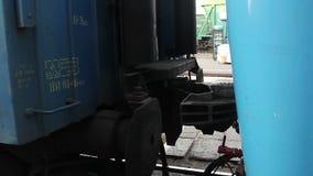 Железнодорожное соединение, соединяясь след в поезде, железная дорога завальцовки сток-видео