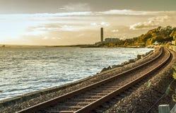 Железнодорожные следы морем Стоковые Изображения