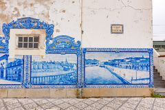 Железнодорожный вокзал Авейру историческое здание орнаментированный с много типичных голубых панелей Azulejos Стоковые Фотографии RF