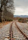 Железнодорожный вокзал в горах на зимний день стоковое изображение