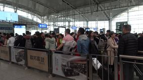 Железнодорожный вокзал китайского движения высокоскоростной в китайском фестивале Нового Года акции видеоматериалы
