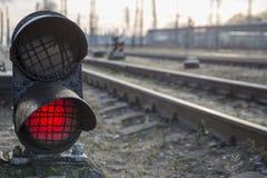 Железнодорожный красный сигнал стопа светофора Стоковые Фотографии RF