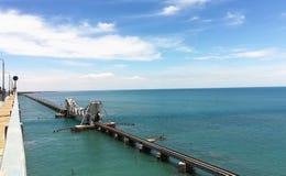 Железнодорожный мост в море стоковые изображения rf