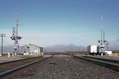Железнодорожный переезд в Nipton, Калифорнии Стоковые Фото