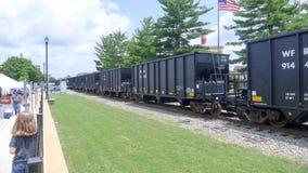 Железнодорожный поезд двигая медленно Стоковые Изображения