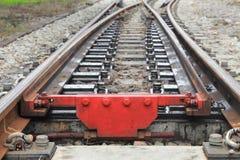 Железнодорожный путь на гравии для транспорта поезда с космосом экземпляра добавляет текст Стоковые Изображения RF