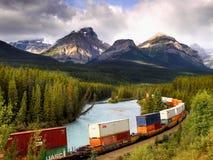 Железные дороги товарного состава Banff, канадские скалистые горы Стоковое Изображение