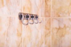 Железные крюки в ванной комнате стоковая фотография