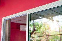 Железный каркас двери сползая стекла белый Стоковые Фото