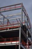 Железный каркас и крыша здания под конструкцией Стоковое Изображение