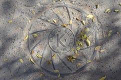 Железный люк с k стоковые фото