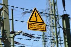 Желтая вспышка для высоковольтного предупреждения стоковое фото rf