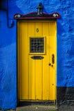 Желтая дверь Стоковые Фотографии RF