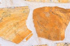 Желтая и белая каменная стена в стиле мозаики стена текстуры кирпича предпосылки старая Стоковая Фотография RF