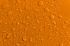 Желтая капелька воды на крыше автомобиля Стоковое Фото
