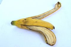 Желтая корка банана от еды Стоковая Фотография