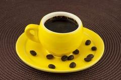 Желтая кофейная чашка Стоковое фото RF