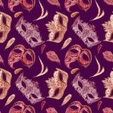 Желтая маска масленицы с золотыми украшением и драгоценными камнями, фиолетовый шнурок с стразами и пинк, пер Стоковая Фотография RF