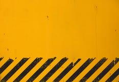Желтая предпосылка с черным знаком опасности grunge Стоковые Изображения RF