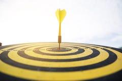 Желтая стрелка дротика Стоковые Изображения RF