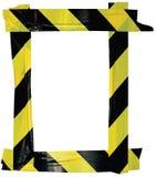 Желтая черная рамка знака извещении о предупреждающей ленты предосторежения, вертикальная слипчивая предпосылка стикера, раскосна Стоковая Фотография RF