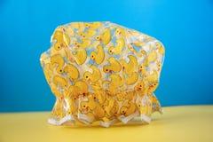 Желтая ducky крышка ливня стоковая фотография rf
