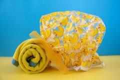 Желтая ducky крышка ливня стоковое изображение