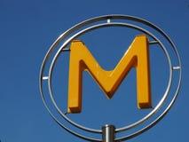 Желтое небо soarsintoblue указателя метро ` ` m Стоковые Изображения RF